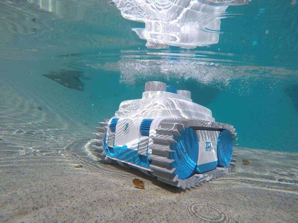 Робот за почистване на басейни NEMH2O